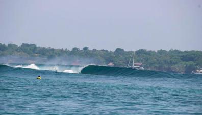 nusa-lembongan-waves-12